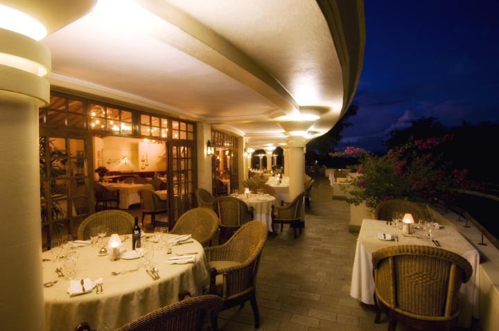 the_palm_restaurant_night1-Ilala-Lodge-Zimbabwe