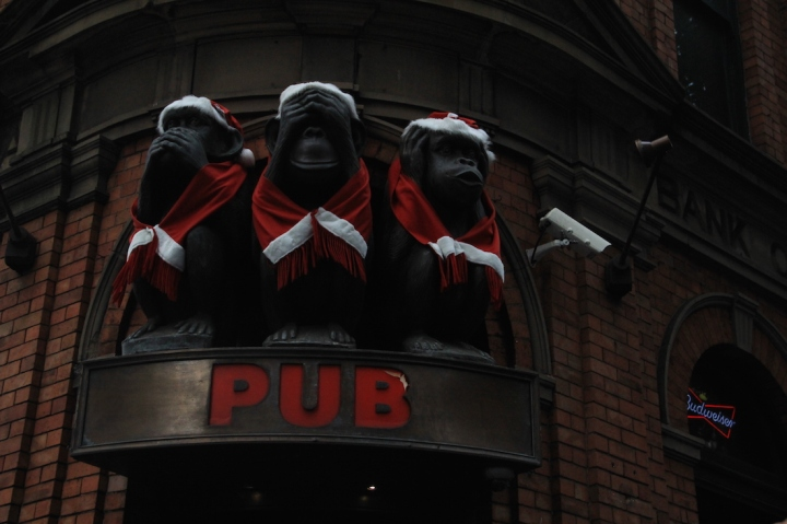 Christmas-Sydney-Australia-Pub-3-monkeys-travel-blog-passportpages