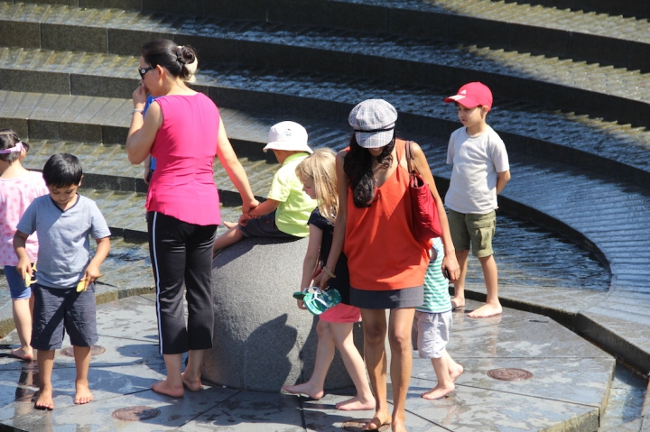 playing-fountain-Drling-Harbour-Sydney-Australia-travel-blog-passportpages