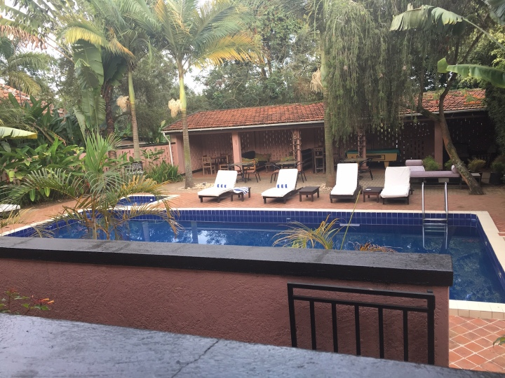 Boma-Uganda-Entebbe-Airport-Hotel-Africa-pool