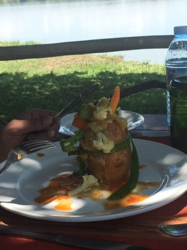 Bakers-Lodge-Murchison-Falls-Uganda-lunch-vegan-vegetarian-riverbank-wrap-vegetables